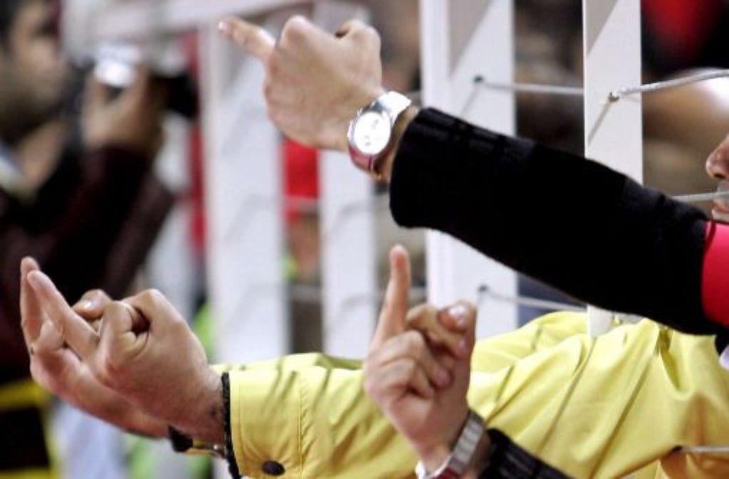 """Frauen fluchen nicht: Stimmt. Jedenfalls, wenn es nach den Männern geht. Denn Frauen keifen, wettern, zetern. Meist erschließt sich Mann auch nicht, weshalb Frau überhaupt Grund zur Klage hätte: """"Die haben doch keine Frauen, über die sie fluchen können!"""", sagt zumindest Moderator Harald Schmidt. Foto: dpa"""
