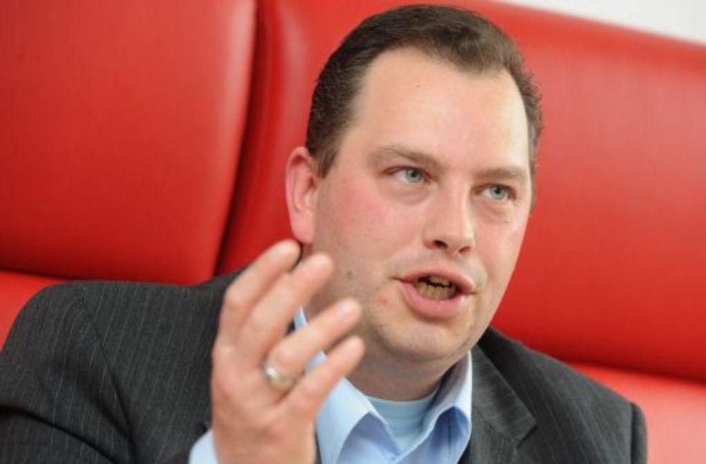 Der Vorsitzende der baden-württembergischen Piratenpartei, Lars Pallasch, ist am Mittwoch von seinem Amt zurückgetreten. Auch die Partei hat der 36-Jährige verlassen. (Archivfoto vom 12.04.2012)  Foto: dpa
