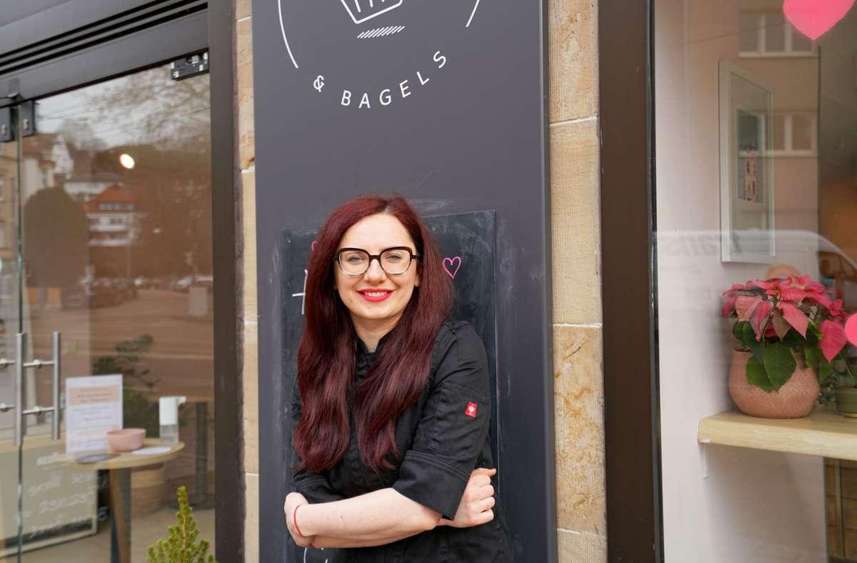 """Tihana Canjuga, die Chefin von """"Cupcakes and Bagels"""", in ihrem Laden im Stuttgarter Westen. Sie wünscht sich mehr Verständnis. Foto: /Marta Popowska"""