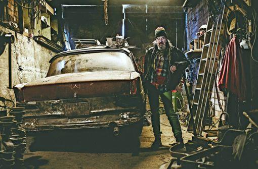 Er schenkt alten Daimlern ein neues Leben