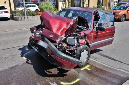 In Traktor gekracht – Autofahrer schwer verletzt