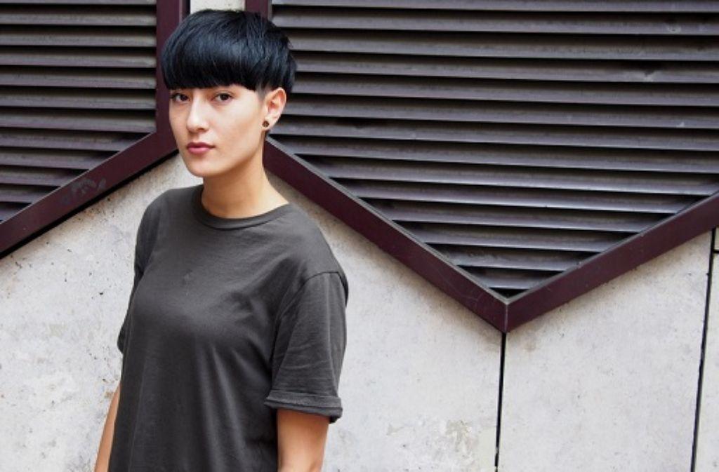 Michelle trägt gerne legere Kleidung - aber immer mit Eye-Catcher. Und damit meint sie nicht nur ihre Frisur. Foto: Laura Müller-Sixer