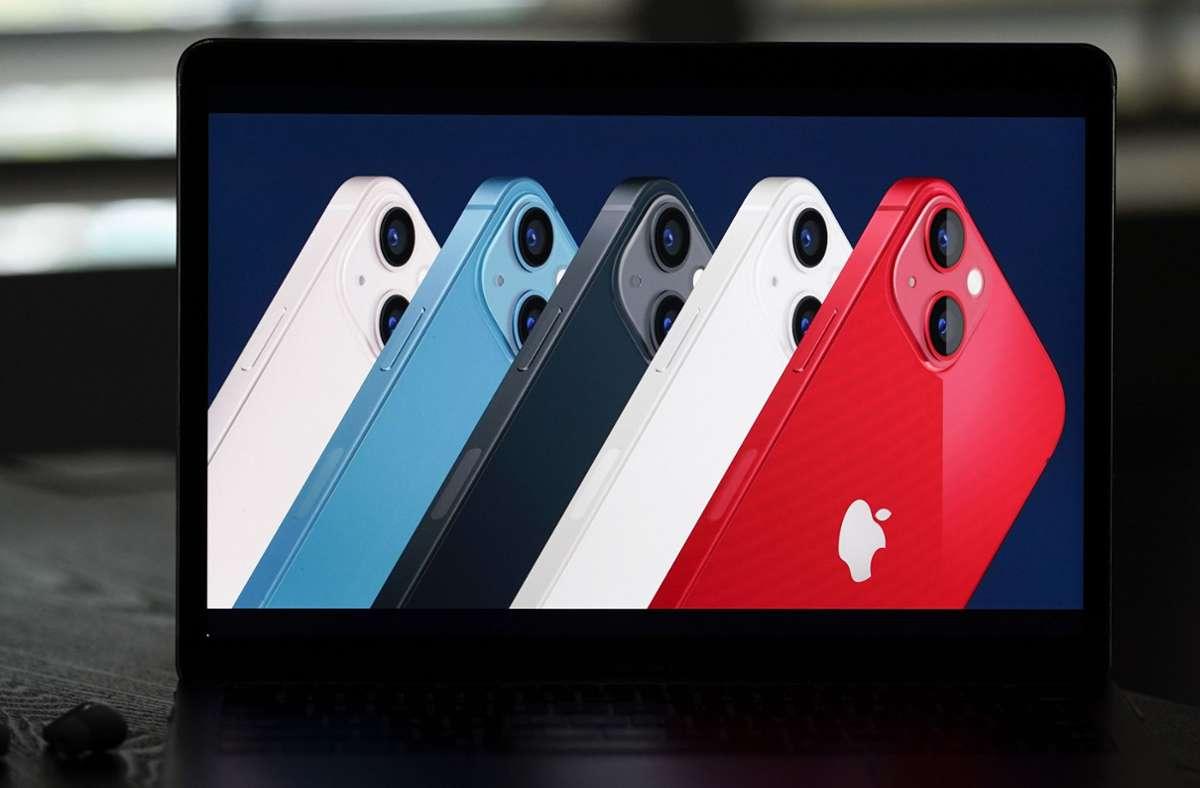 Das neue iPhone 13 ist wieder in verschiedenen Farben erhältlich. Foto: dpa/Jae C. Hong
