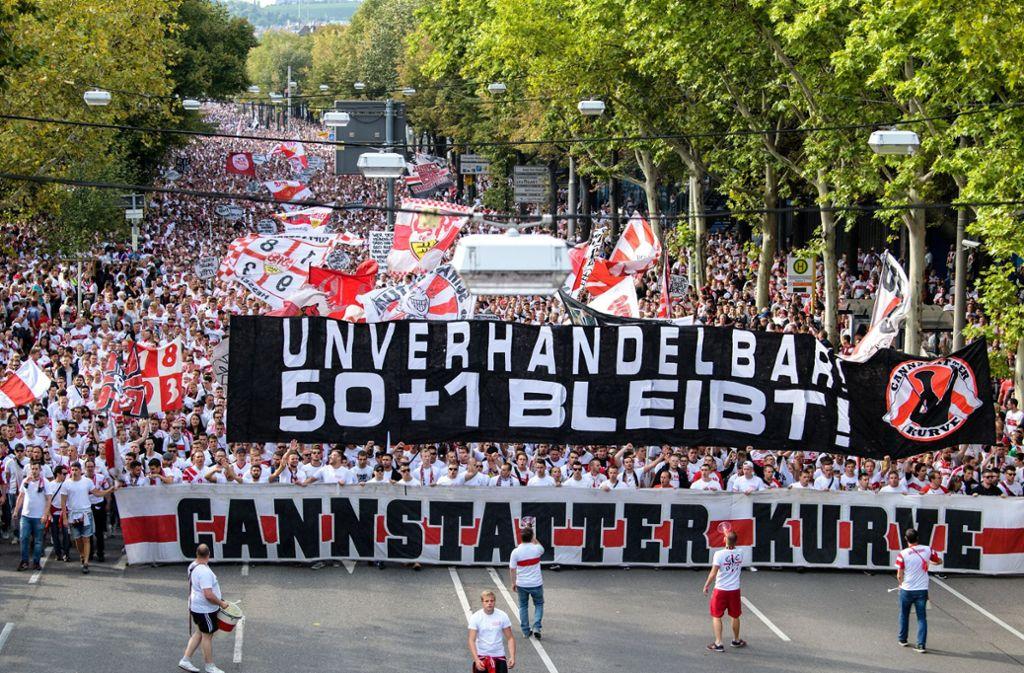 Die Ultras vom Commando Cannstatt rufen zu einem Fanmarsch vor dem kommenden VfB-Heimspiel auf (Symbolbild). Foto: dpa