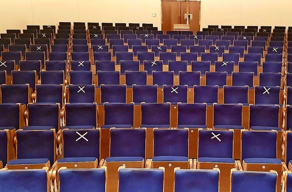 Um die Abstandsregeln zu beachten, könnte man im Alten Schauspielhaus  nur 83 (mit X) von 499 Plätzen belegen. Foto: Schauspielbühnen