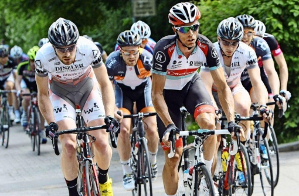 Der Schlussspurt der Karriere steigt in Heimerdingen: Danilo Hondo (Mitte) Foto: Baumann