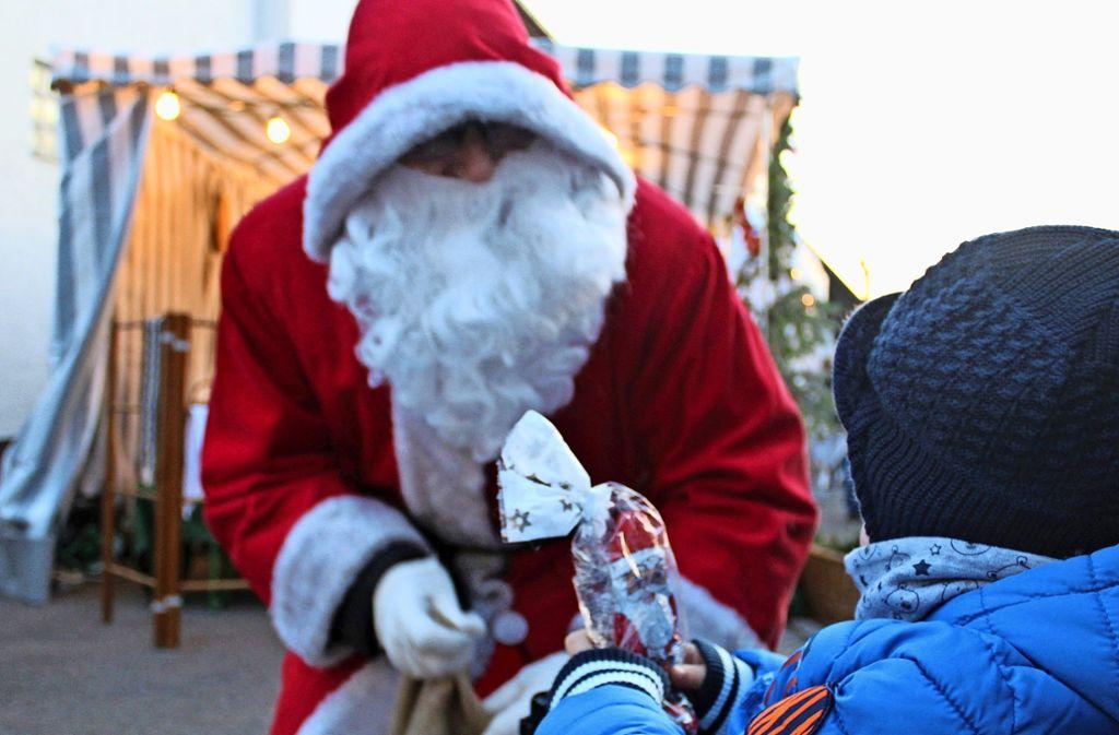 Am späten Nachmittag war der Nikolaus unterwegs. Foto: Tatjana Eberhardt