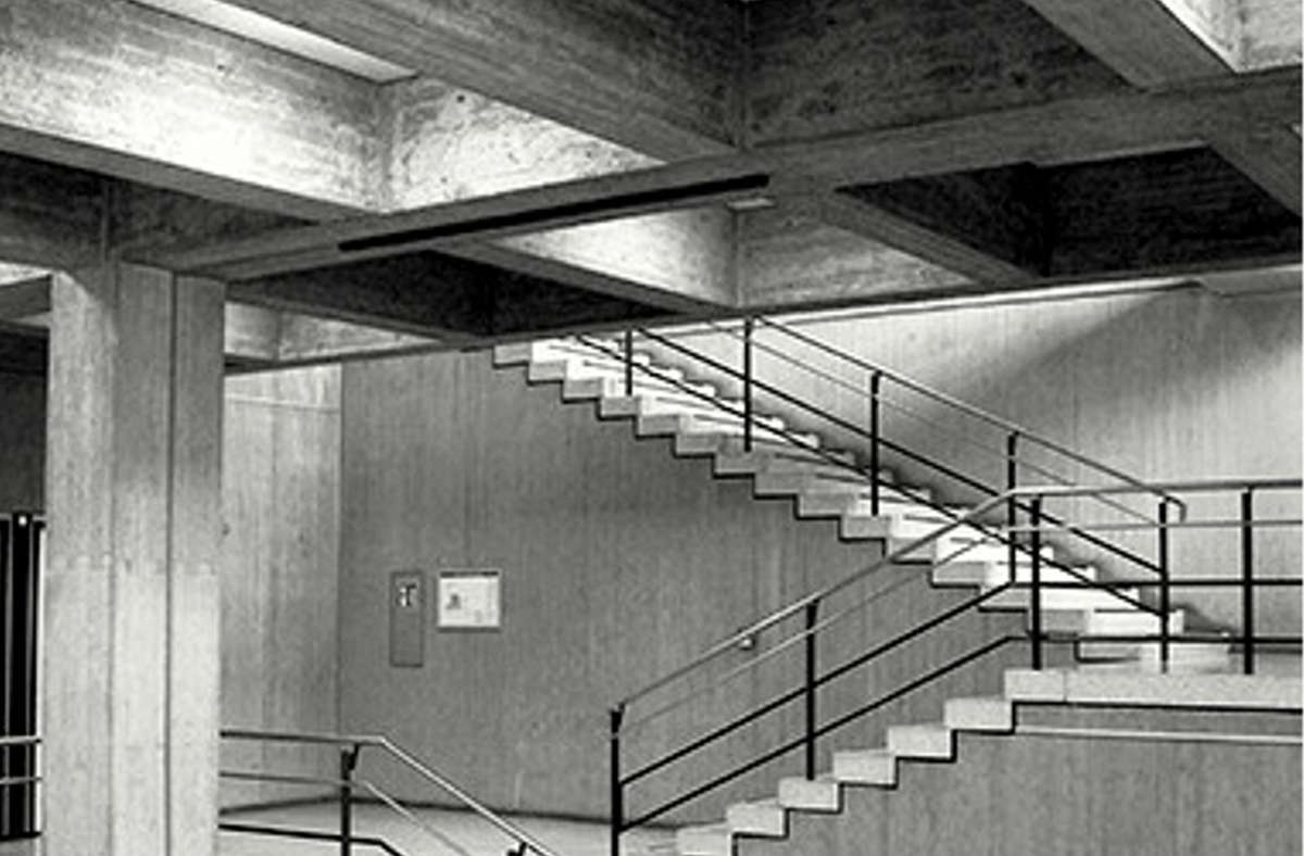 Treppenhaus als Begegnungsort:  Verwaltungsschule Stuttgart von Rolf Gutbier Foto: Leo Herrmann