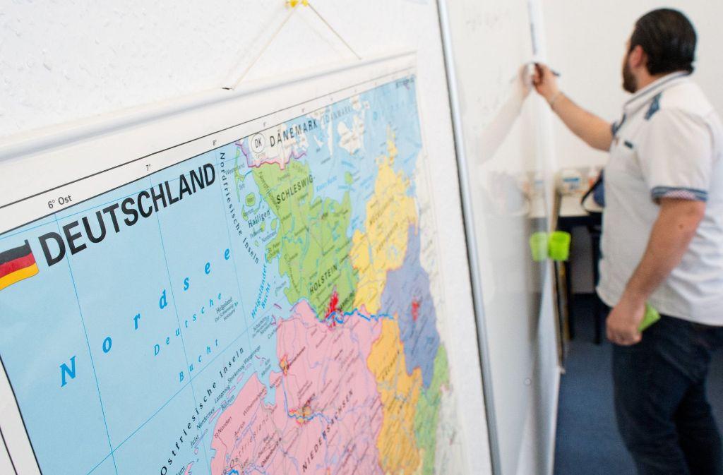 27 Arbeitskreise engagieren sich in der Flüchtlingsarbeit im Kreis. Foto: dpa