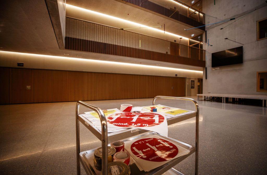 Im Burg-Gymnasium wird der Schulstart am Montag vorbereitet. Foto: Gottfried Stoppel