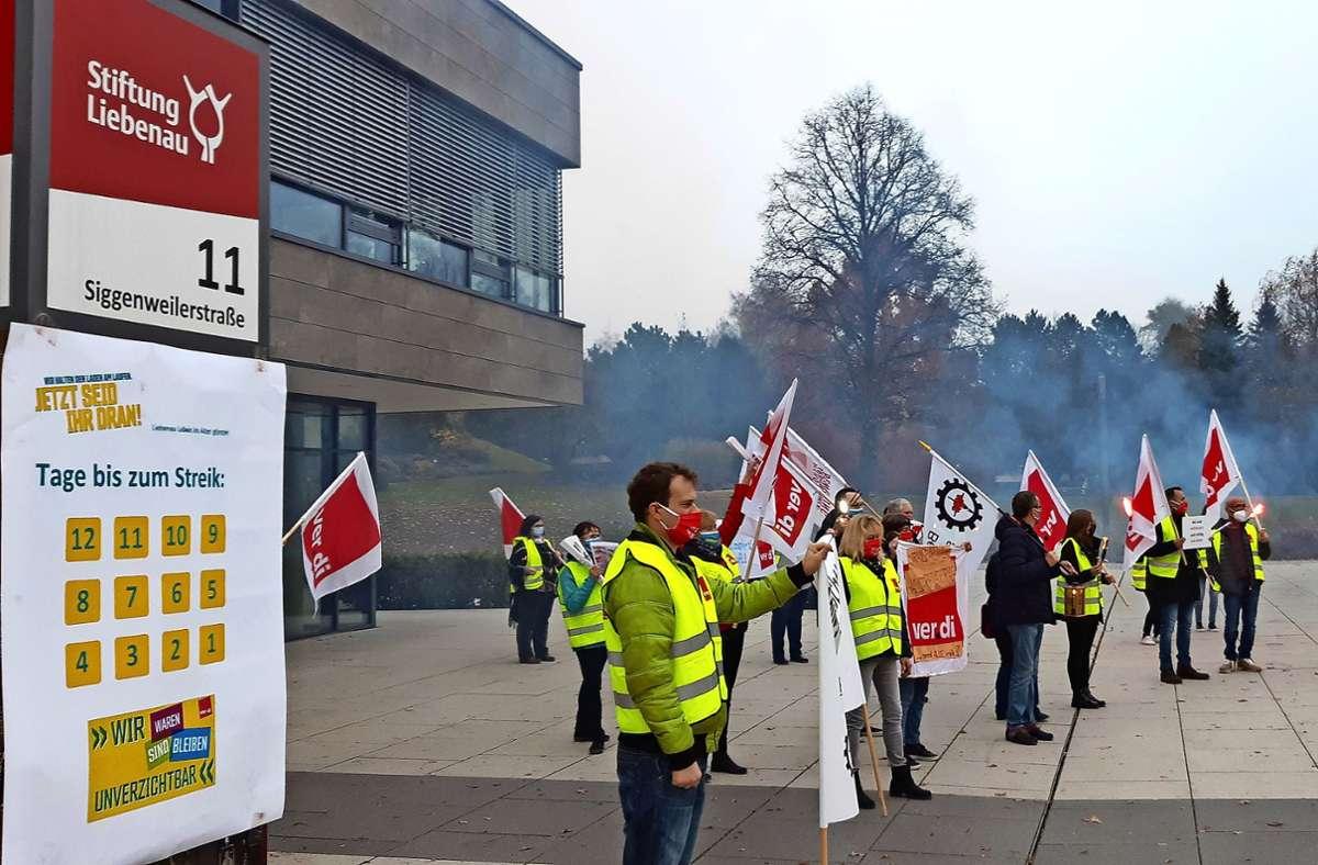 Mit einer Lichterprozession am Martinstag kämpfte die  Gewerkschaft Verdi für die Corona-Prämien in der Altenpflege. Foto: privat