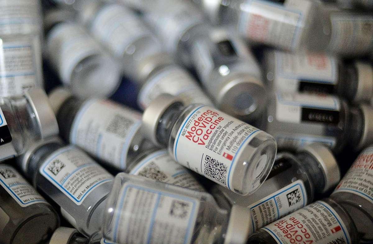 Kinder und Jugendliche dürfen den Impfstoff von Moderna erhalten (Symbolbild). Foto: AFP/MUNIR UZ ZAMAN