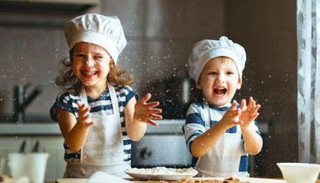 Apfel, Zimt und Mandelkern, haben alle Kinder gern - und nicht nur die, sondern auch viele Erwachsene sind Naschkatzen. Die laut einer forsa-Umfrage beliebtesten Plätzchen der Deutschen sind ... Foto: Shutterstock/Evgeny Atamanenko