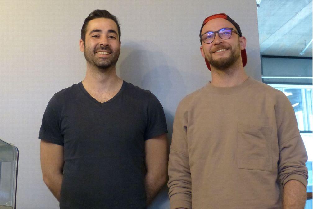 Die Betreiber des Claus, Tim Schaber (rechts) und Claudio Estasi, haben sich bewusst gegen einen klassisch-typischen Eisdielen-Namen entschieden. Foto: Martin Elbert