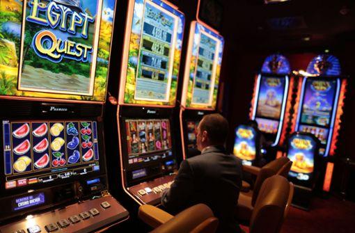 Casino-Angestellte fällt auf Geldwechseltrick herein
