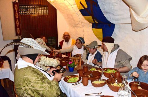 Das Rittermahl feiert im Keller erfolgreich Premiere