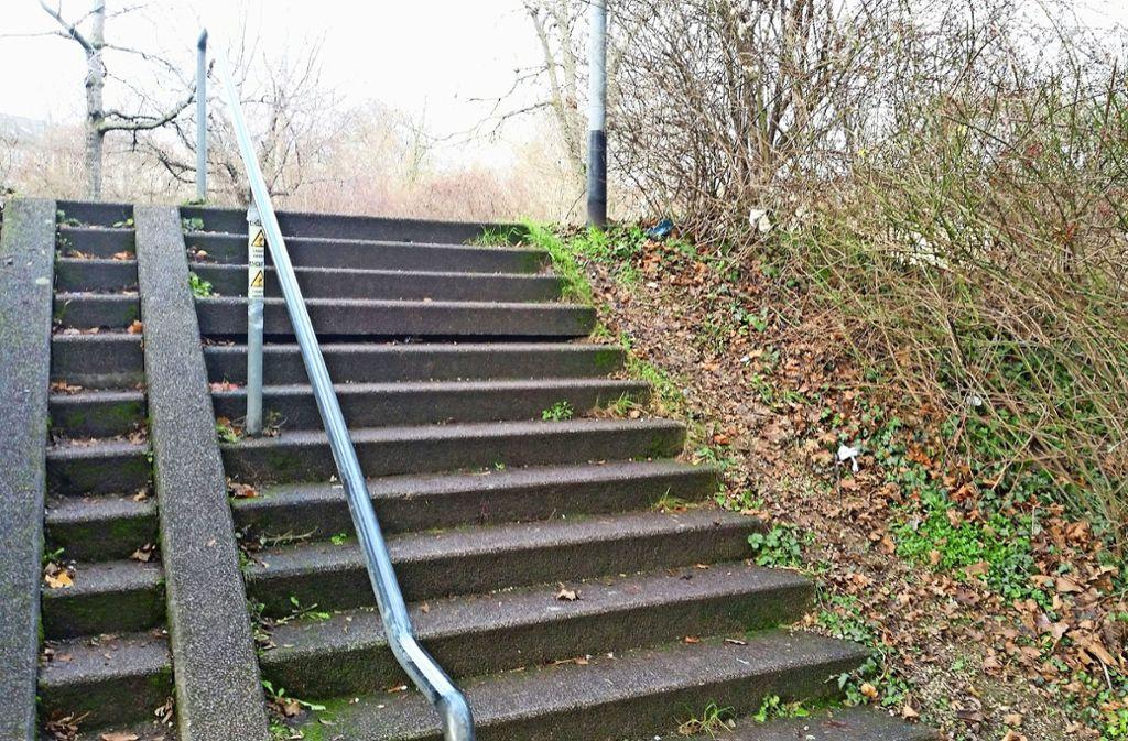Die vierte Treppenstufe  hat sich im Laufe der Jahre abgesetzt. Foto: Nina Ayerle