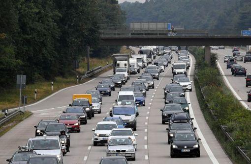 Reiseverkehr belastet Autobahnen am Wochenende