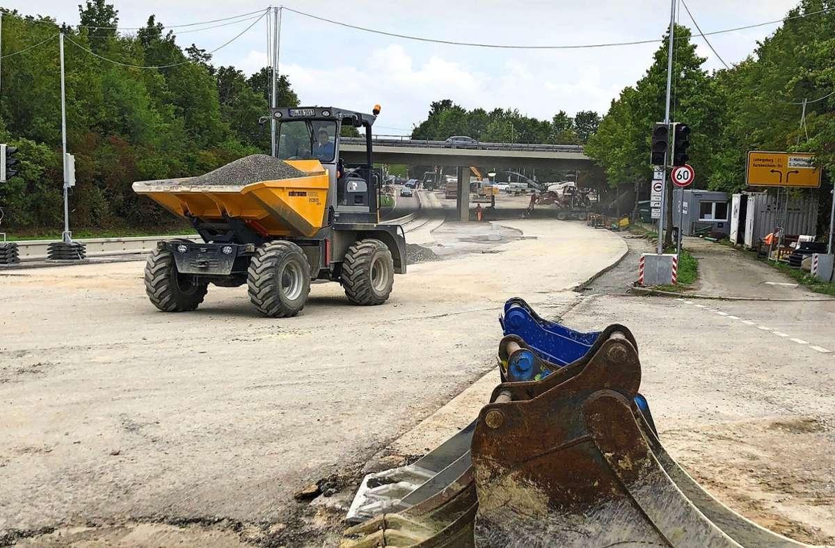 Achtung Baustelle! Verkehrsteilnehmer müssen noch bis Ende Oktober auf dem Abschnitt der B27a zwischen Zuffenhausen und dem Containerbahnhof Kornwestheim mit Behinderungen rechnen. Foto: Chris Lederer