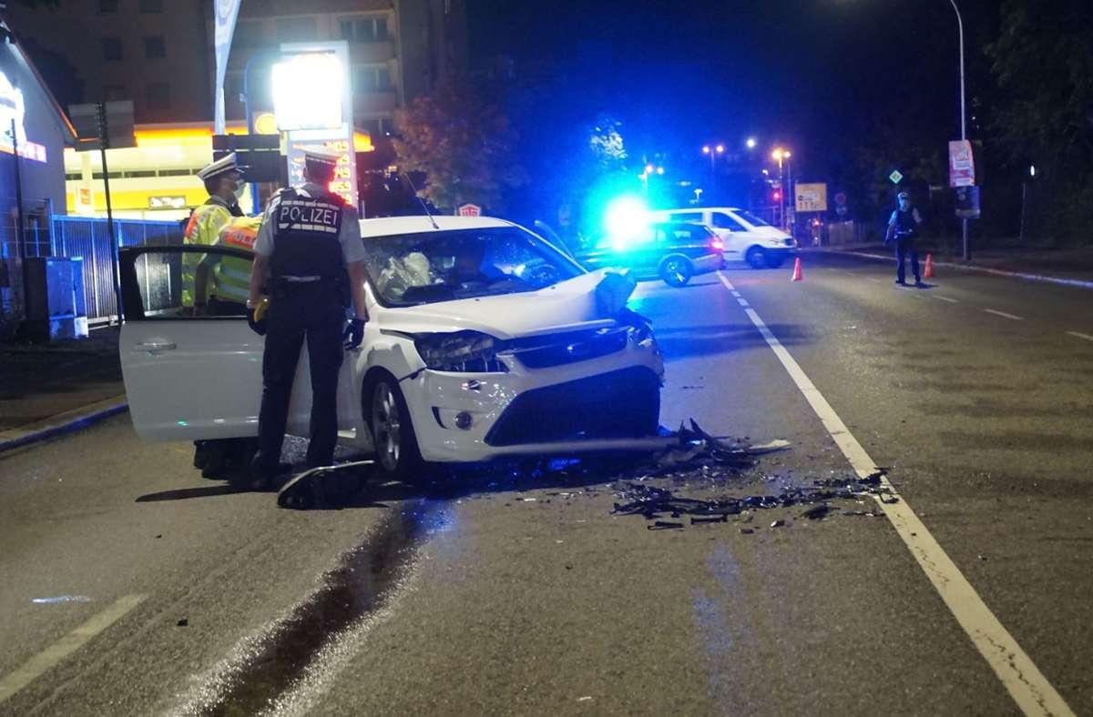Zwei Fahrzeuge sind gegen 21.30 Uhr in Sindelfingen frontal zusammengestoßen. Foto: SDMG/SDMG / Dettenmeyer
