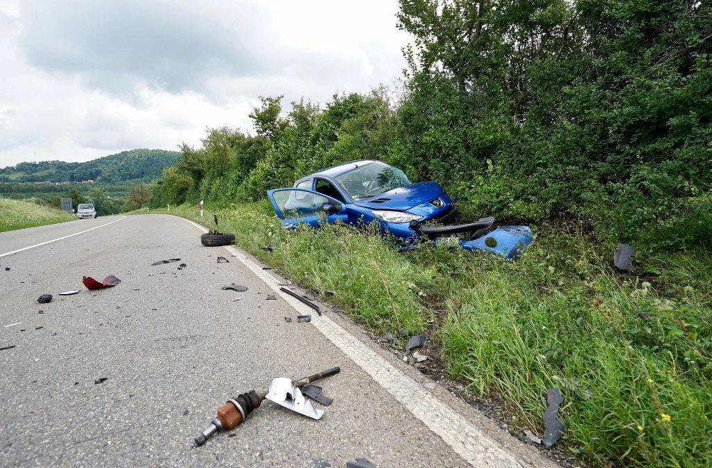 Ein Autofahrer ist bei Weilheim beim  Überholen in einer Kurve in  einen entgegenkommenden Peugeot gerast. Foto: 7aktuell.de/Rafal Niewienda
