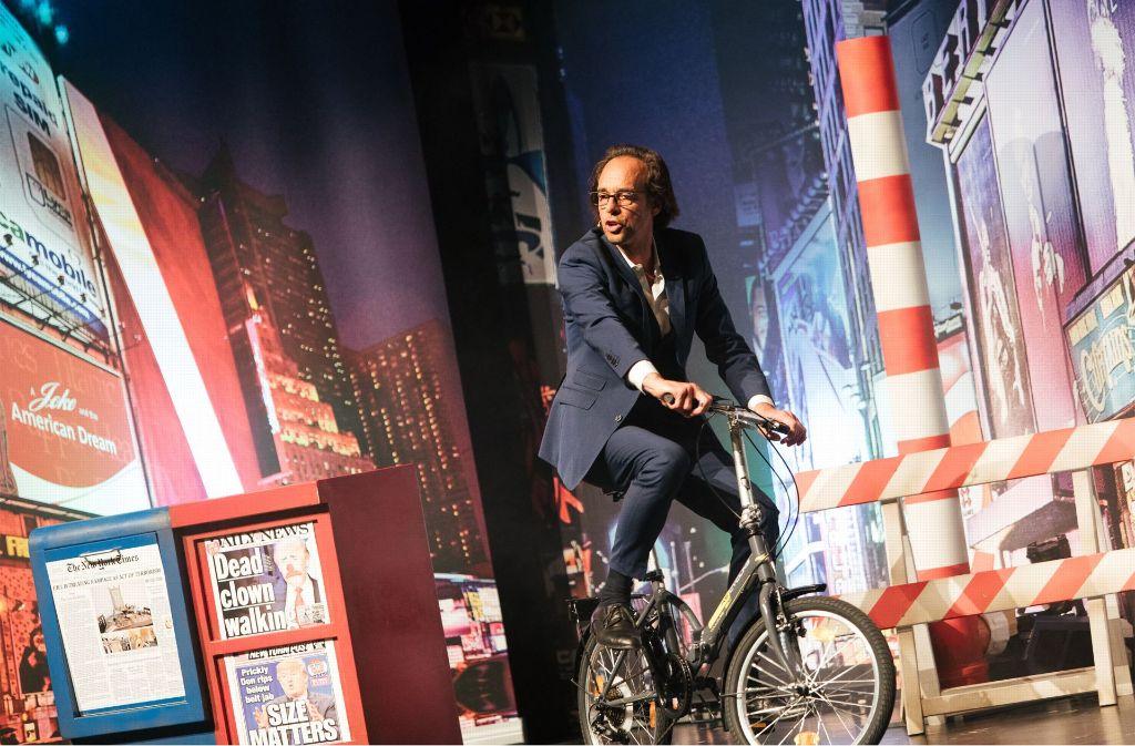 Zwei Stunden Witze fast ohne Pause: Christoph Sonntag auf der Bühne Foto: Lichtgut/Verena Ecker