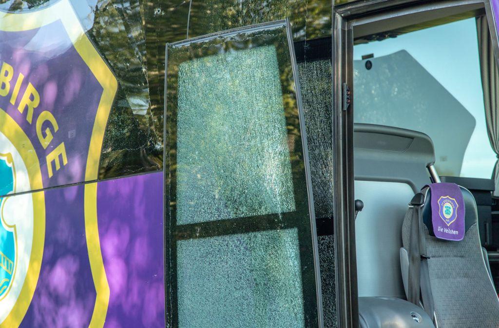 Der Bus von Erzgebirge Aue war am Donnerstag in einen Verkehrsunfall verwickelt. Foto: dpa/Andre März