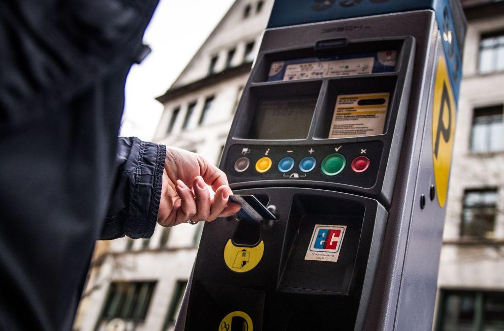 100 Kontrolleure überprüfen, ob in allen Autos Parkscheine liegen. Foto: Lichtgut/Max Kovalenko