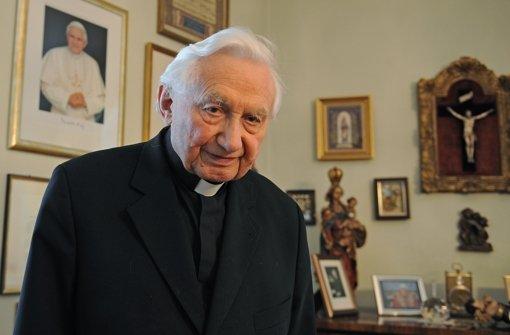 Georg Ratzinger, ehemaliger Leiter der Regensburger Domspatzen und Bruder von Papst Benedikt XVI., in seinem Haus in Regensburg. Foto: dpa