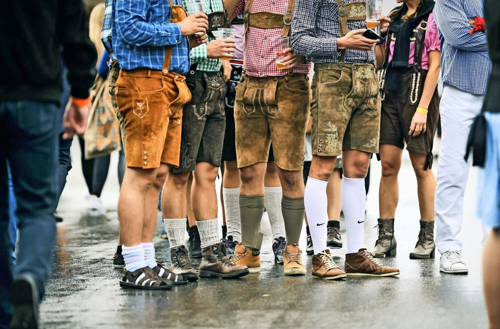 Vor Jahren noch unbedenkbar: Heute bestimmt die Lederhose das Bild auf dem Cannstatter Wasen. Foto: Lichtgut/Kovalenko
