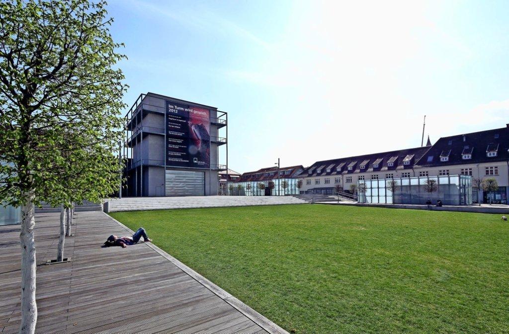 auf die pl tze akademiehof in ludwigsburg sch ner platz mit teils unsch nem publikum. Black Bedroom Furniture Sets. Home Design Ideas