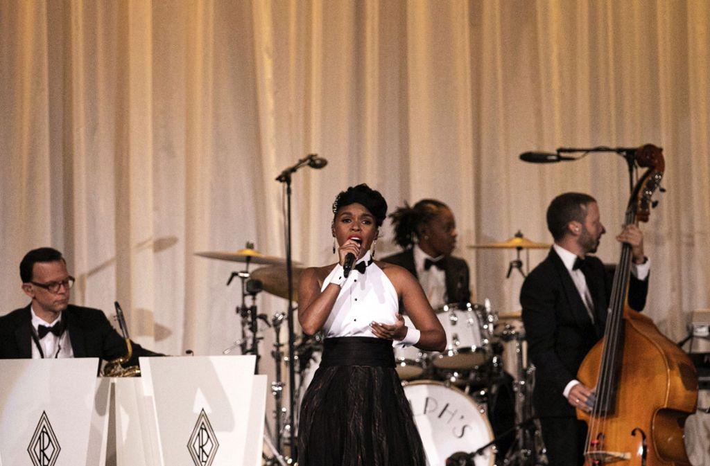 Sängerin Janelle Monae begleitete die Modenschau von Ralph Lauren musikalisch. Foto: AP