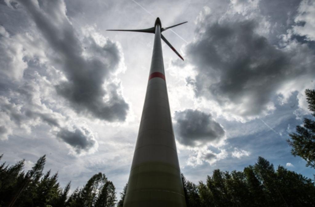 Im Frühjahr 2015 könnte sich das erste Windrad auf der Waldkuppe zwischen Backnang, Oppenweiler, Sulzbach, Murrhardt und Auenwald  drehen. Foto: dpa