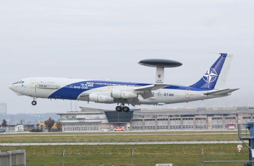 Was macht die Awacs-Maschine der Nato in Stuttgart?