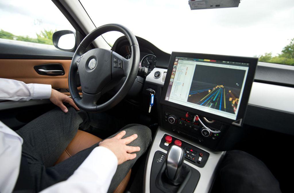 Auch autonomes Fahren ist ein Thema – 700 Forscher für Künstliche Intelligenz will Bosch auf dem Campus in Tübingen unterbringen (Archivbild). Foto: dpa/Daniel Naupold