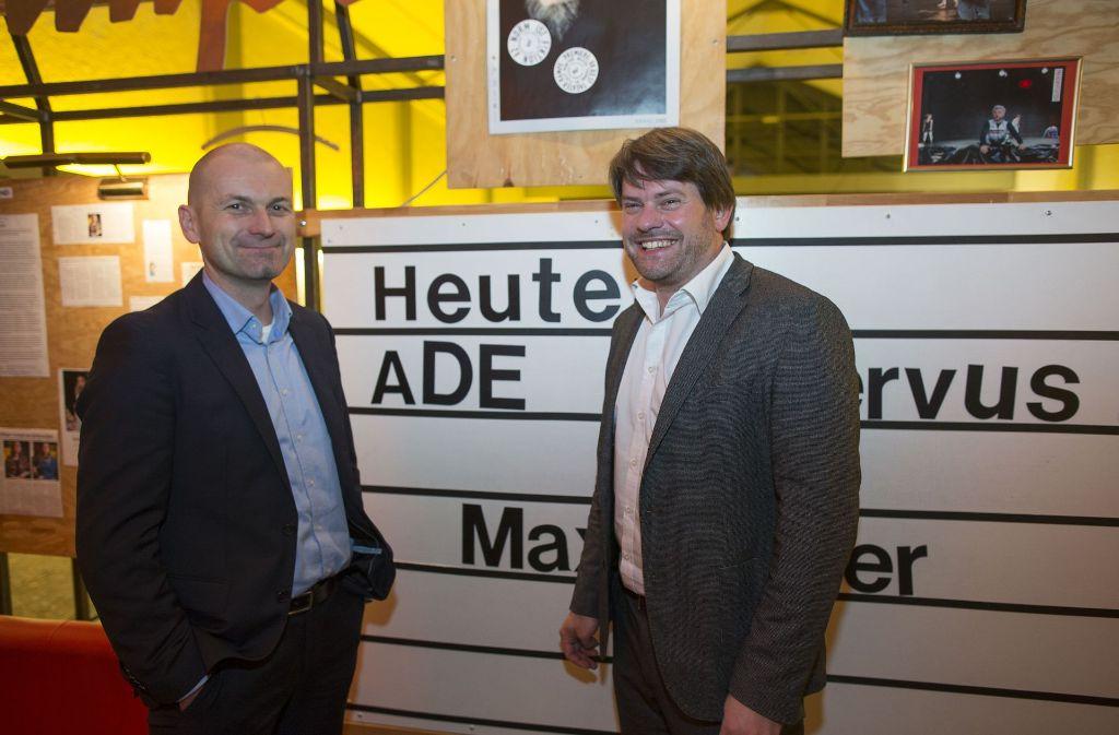 """Wechsel am Korrespondentenplatz der """"Süddeutschen"""" in Stuttgart: Stefan Mayr (links) folgt auf den Schwabenfan Max Hägler. Foto: Lichtgut/Piechowski"""