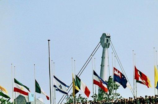 Auf halbmast: die olympische Flagge nach den Attentaten in München 1972. Foto: dpa