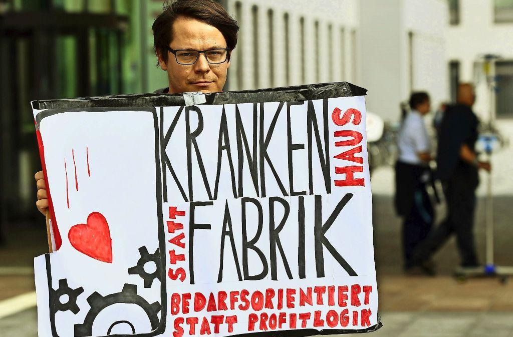 An immer mehr Krankenhäusern – wie hier an der Berliner Charité – macht das Pflegepersonal seinem Unmut in gewerkschaftlich organisierten Protestaktionen Luft. Foto: dpa