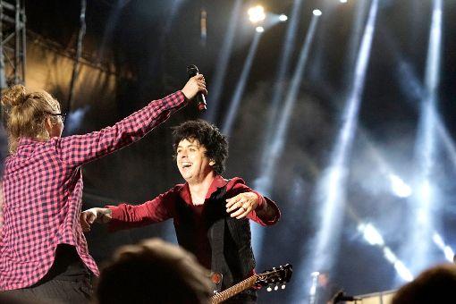 Green Day holen Fans auf Bühne