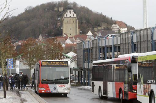 Zwist um die Billigtarife für Bus und Bahn