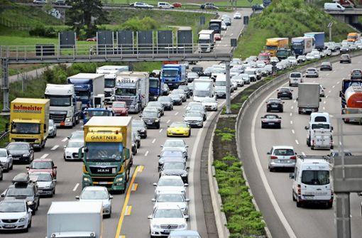 Transporter hängt fest - Anschlussstelle Wendlingen gesperrt