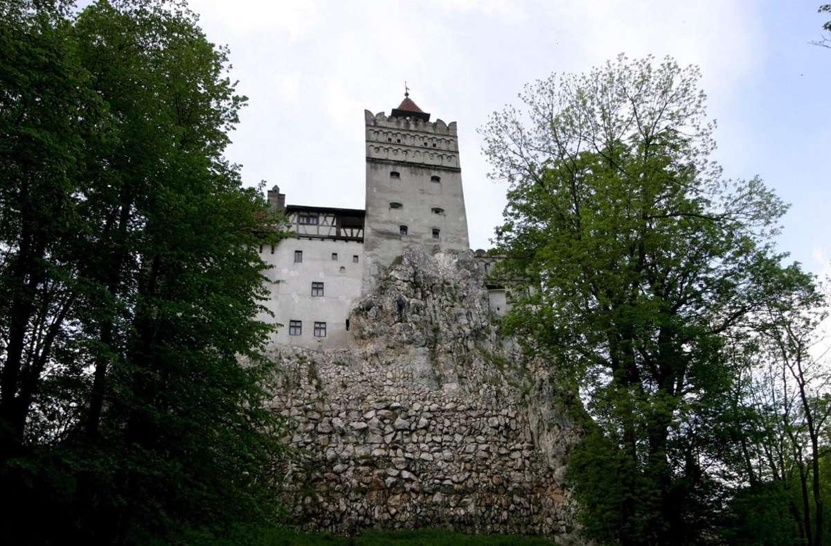"""Wer in Rumänien eine Impfung bekommen will, kann diese nun auch im """"Dracula-Schloss"""" Bran erhalten. Foto: dpa/A2800 epa Robert Ghement"""