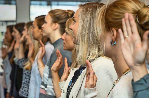 170 neue Lehrer im Rathaus vereidigt