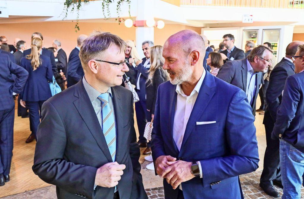 Wirtschaftskompetenz aus dem hohen Norden: Oberbürgermeister Martin Kaufmann (re.) begrüßt Stefan Kooths. Foto: factum/Granville