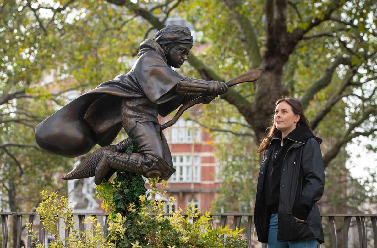 Die Harry Potter Statue ist eine weitere Figur am Leicester Square. Foto: dpa/Dominic Lipinski