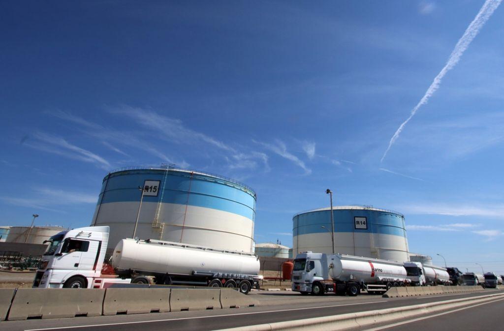Frankreich Benzin Knapp