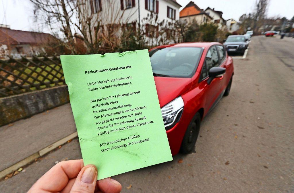 Wer in den nächsten Wochen in der Goethestraße nicht ordnungsgemäß parkt, bekommt einen grünen Zettel, der noch keine Sanktion nach sich zieht. Foto: factum/Granville