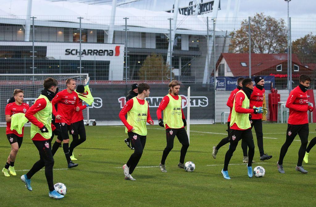 Beim Training am Mittwoch mussten die VfB-Profis besonderen Einsatz zeigen. Foto: Pressefoto Baumann/Alexander Keppler