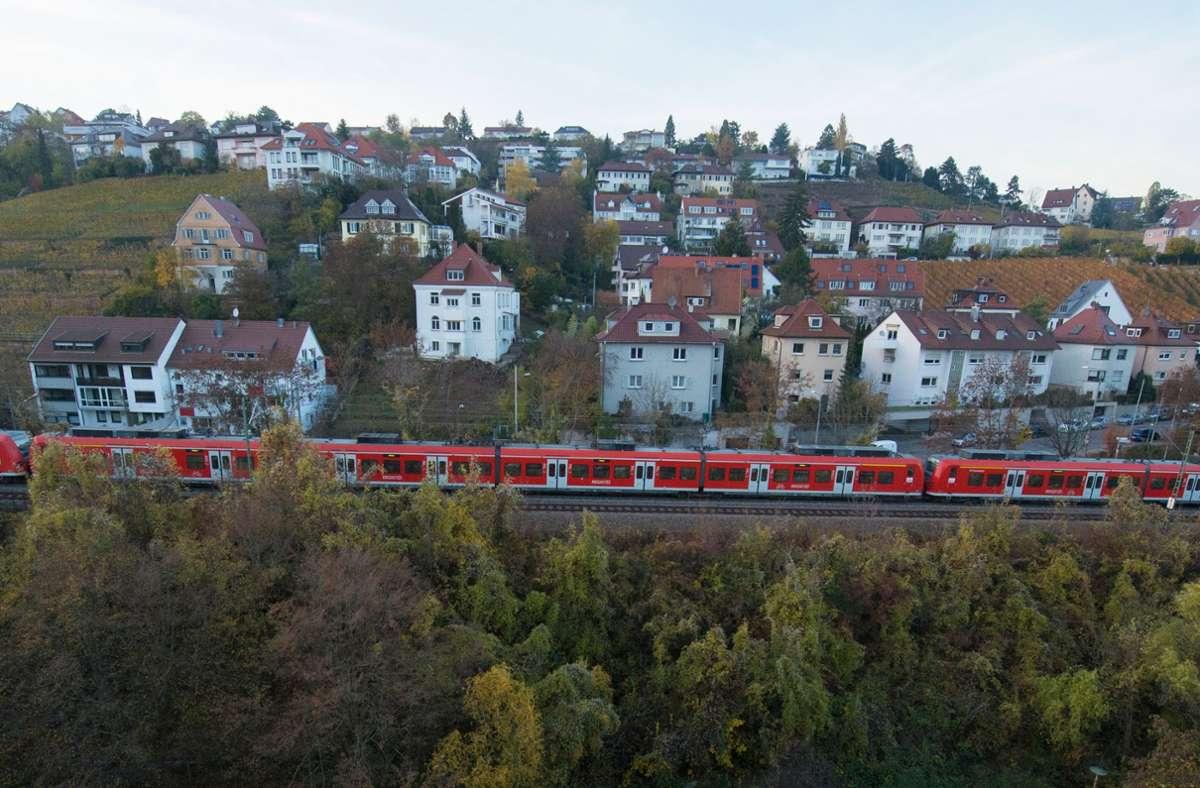 Die Gäubahnstrecke  durch Stuttgart wird vom Hauptbahnhof abgehängt,  Züge sollen über den Flughafen fahren.  Damit entfällt sie auch als Notfallverbindung für die S-Bahn. Foto: dpa/Franziska Kraufmann