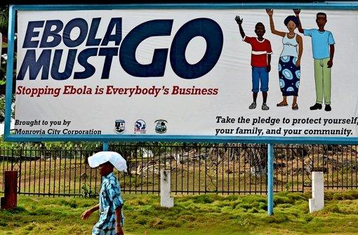 Die Ebola-Epidemie hat Guinea, Sierra Leone und Liberia (das Bild zeigt ein Plakat aus dessen Hauptstadt Monrovia) schwer getroffen. Foto: AFP